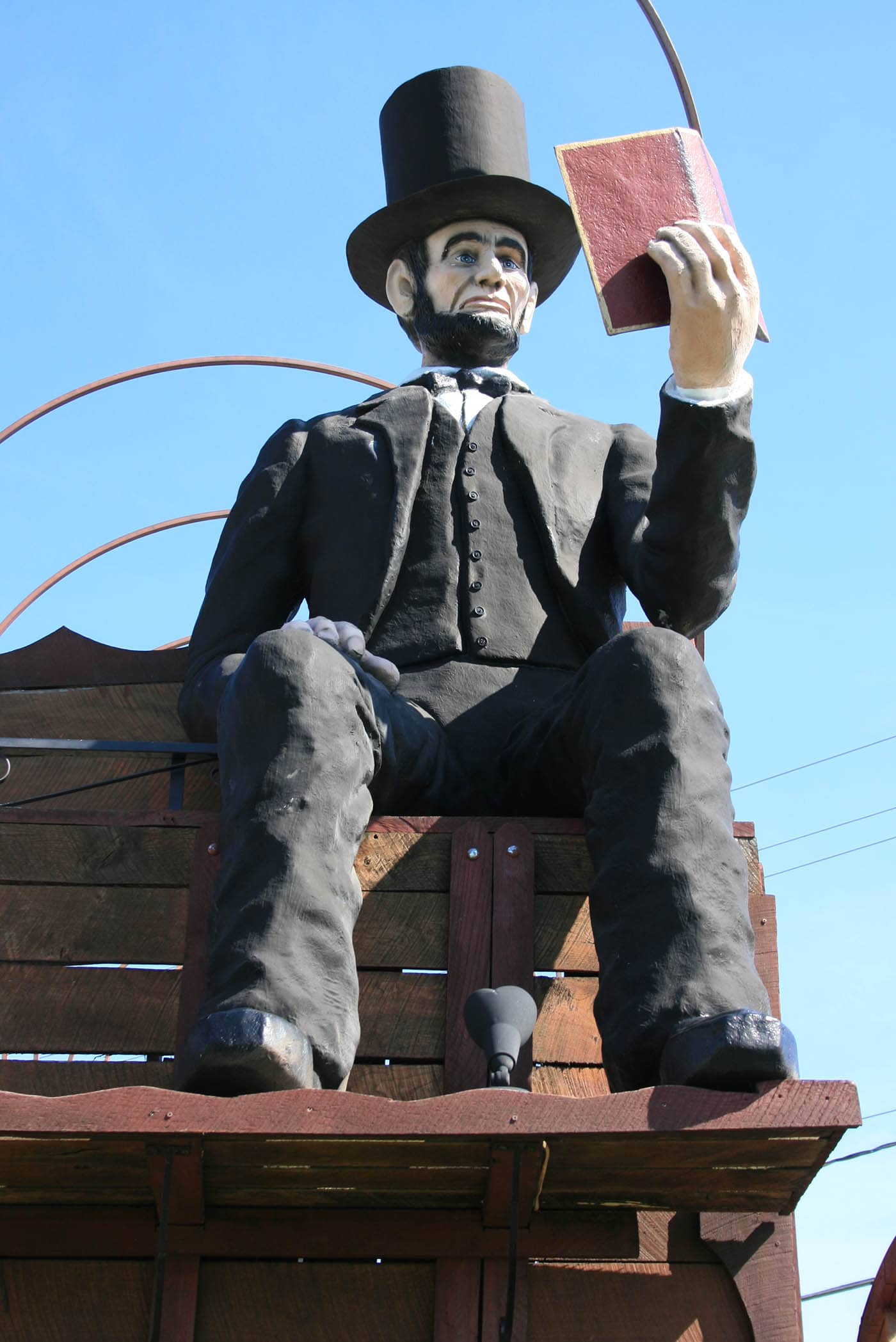 Photos of the life-sized Abraham Lincoln riding on the World's Largest Covered Wagon - a weird roadside attraction in Lincoln, Illinois. See this place to visit in Illinois on your Route 66 road trip through Illinois. A must see roadside attraction to add to your travel itinerary and bucket lists. #IllinoisRoadsideAttractions #IllinoisRoadsideAttraction #RoadsideAttractions #RoadsideAttraction #RoadTrip #IllinoisRoadTrip #Route66 #IllinoisRoute66 #IllinoisRoadTripItinerary