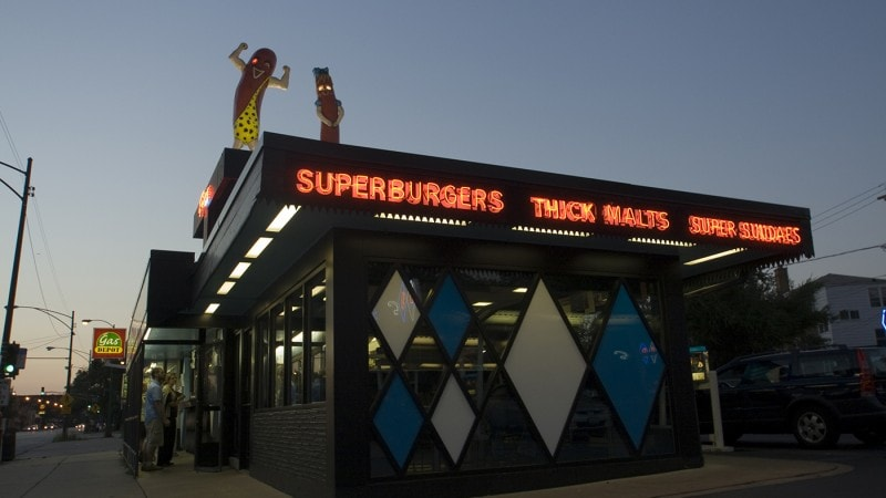 Superdawg Drive-In in Chicago, Illinois. | Giant Hot Dogs on a Restaurant's Roof