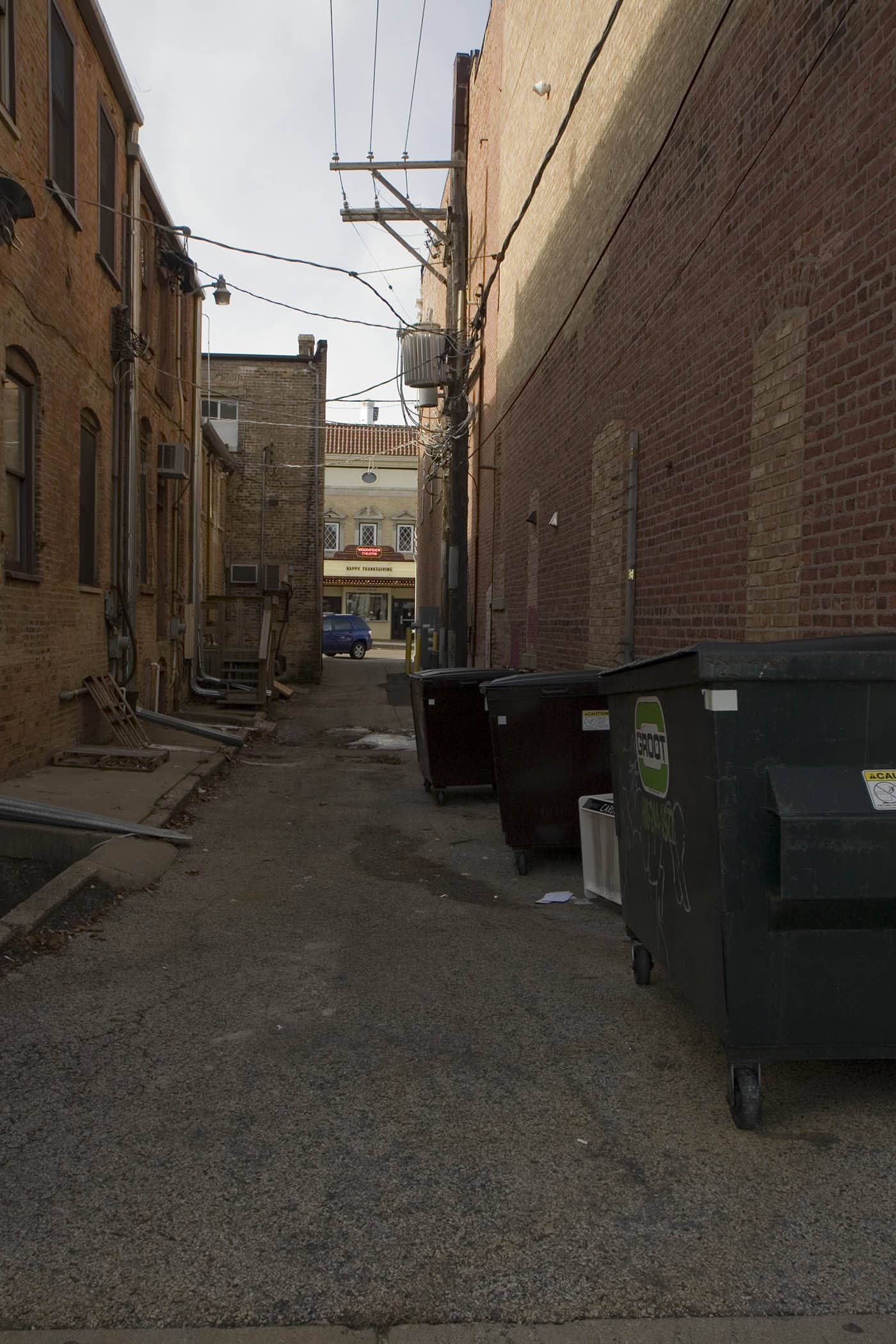 Alley where Phil finds the old man dead - Groundhog Day Movie Filming Locations in Woodstock, Illinois