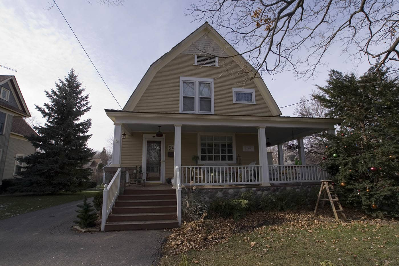 Piano teacher's house - Groundhog Day Movie Filming Locations in Woodstock, Illinois