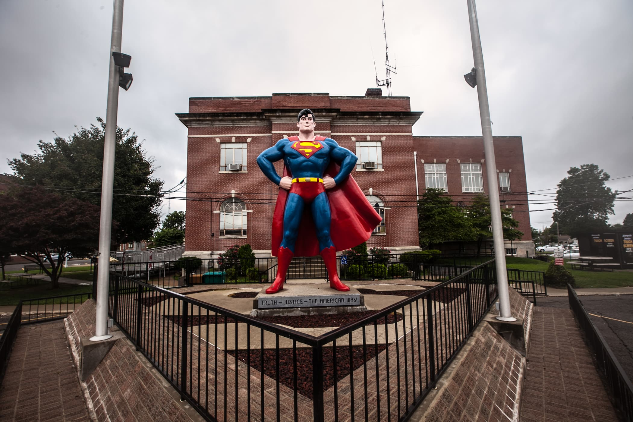 Best Illinois roadside attractions: Giant Superman Statue in Metropolis, Illinois. Visit this roadside attraction on an Illinois road trip with kids or weekend getaway with friends. Add the Giant Superman Statue to your road trip bucket list and visit them on your next travel adventure.