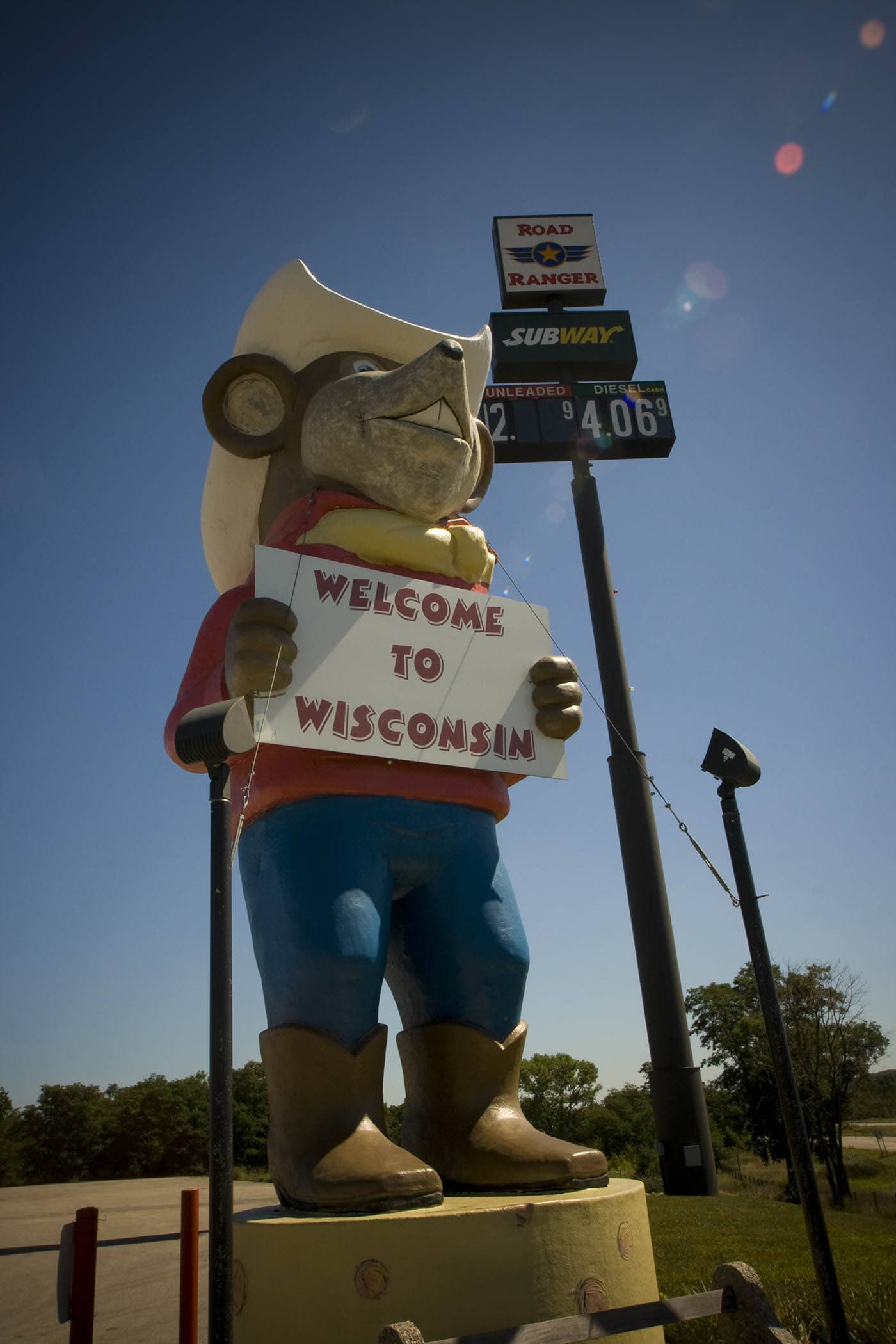 Giant western mouse in a cowboy hat holds a Welcome to Wisconsin sign in Oakdale, Wisconsin