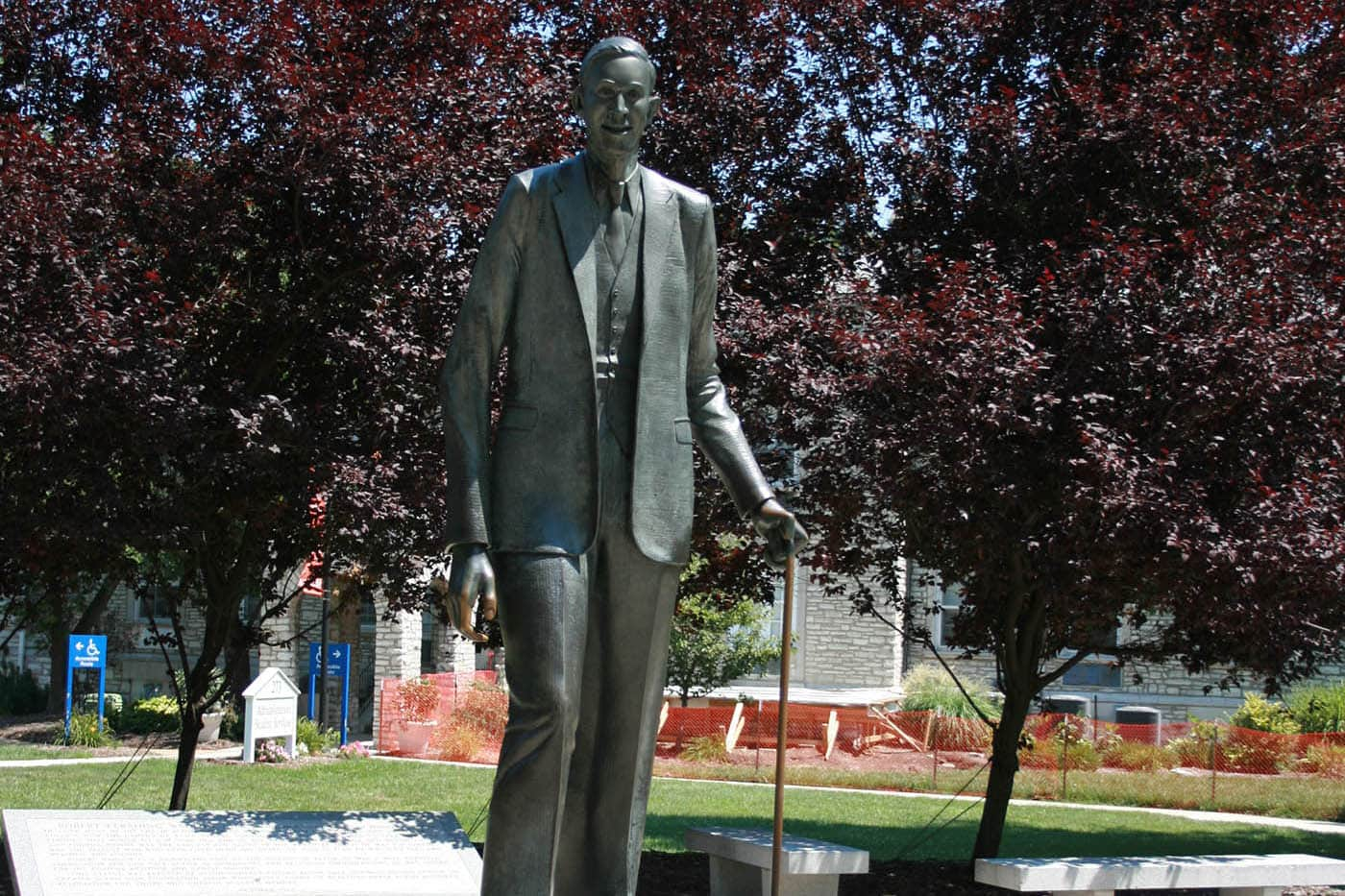 robert wadlow statue the world s tallest man in alton illinois
