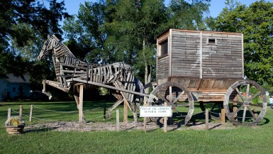 World's Largest Amish Horse and Buggy in Mesopotamia, Ohio - Ohio Roadside Attractions