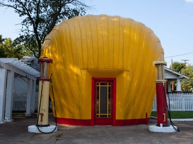Shell-shaped gas station in Winston-Salem, North Carolina