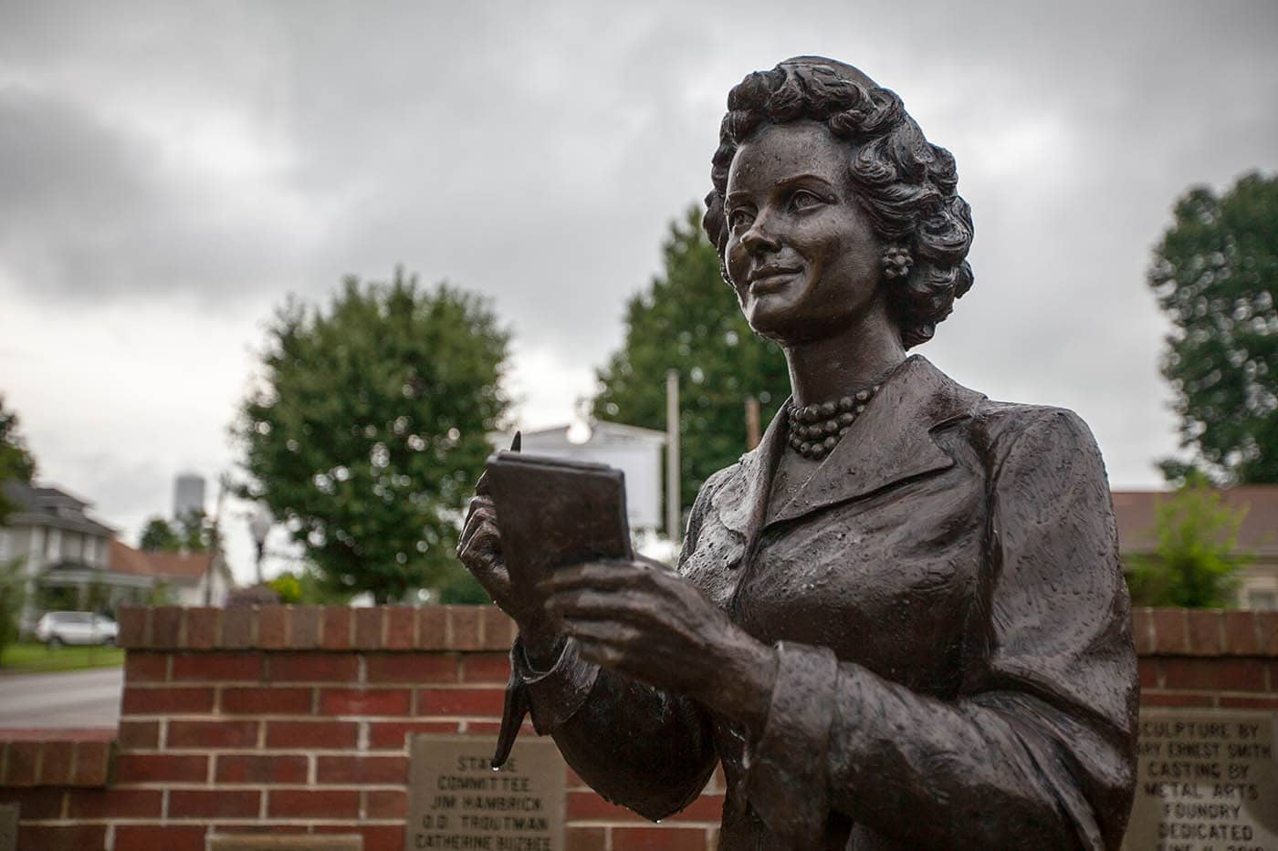 Bronze Superman Lois Lane Statue in Metropolis, Illinois (Noel Neill Statue)