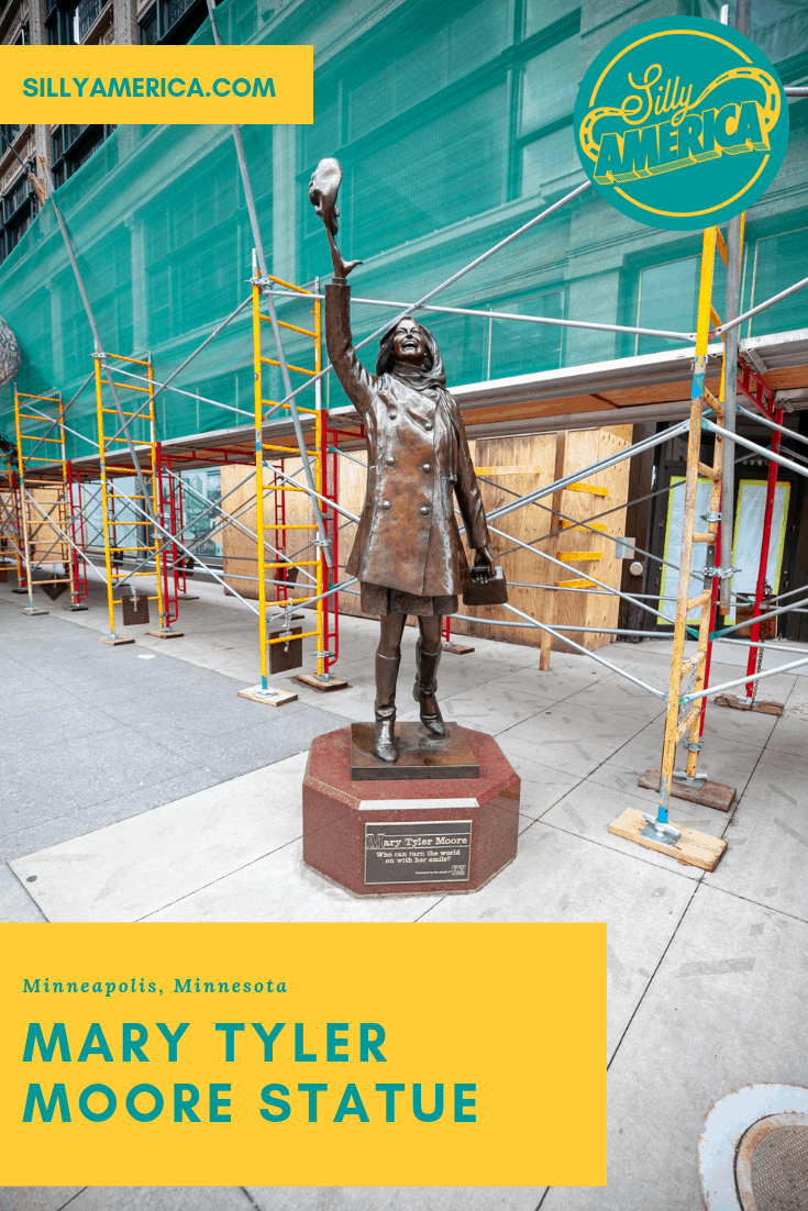 Mary Tyler Moore Statue in Minneapolis, Minnesota | Minneapolis roadside attractions in Minnesota