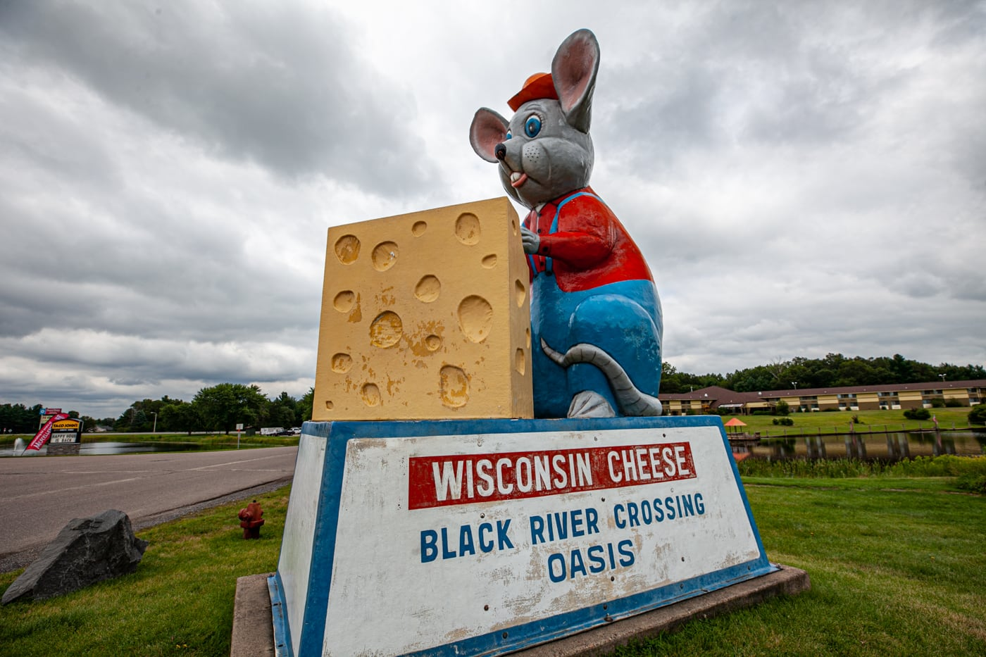 Giant Black River Oasis Mouse with Cheese in Black River Falls, Wisconsin - roadside attractions in Wisconsin