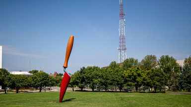 Plantoir Sculpture: Giant Garden Trowel in Des Moines, Iowa | Des Moines Public Art in Iowa roadside attractions