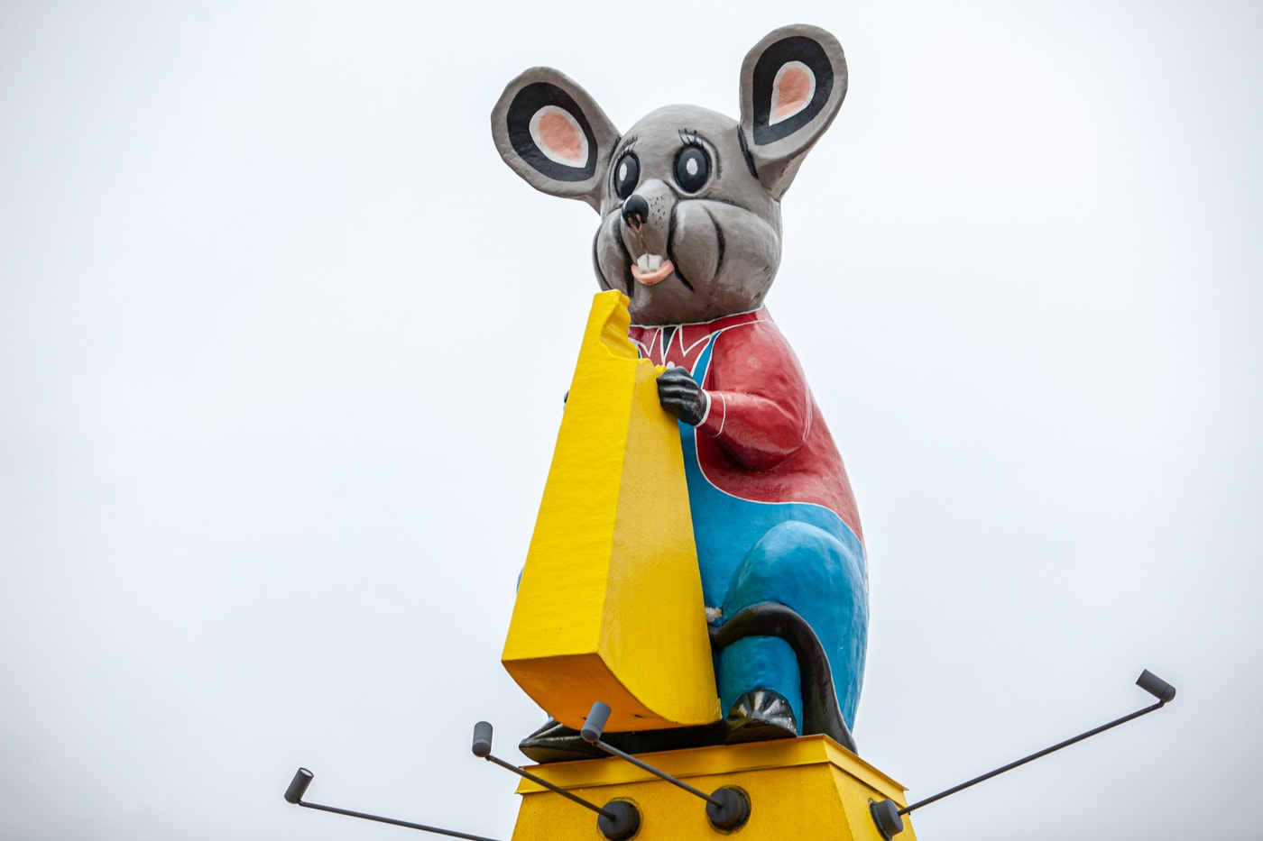 Giant Mouse at Mousehouse Cheesehaus in Windsor, Wisconsin | Cheese Shop in Wisconsin | Wisconsin Roadside Attractions