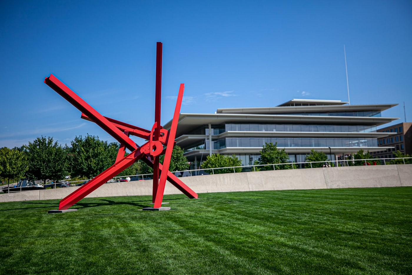 Mark di Suvero T8 | Pappajohn Sculpture Park in Des Moines, Iowa
