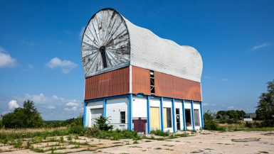 World's Largest Covered Wagon in Milford, Nebraska | Nebraska Roadside Attractions