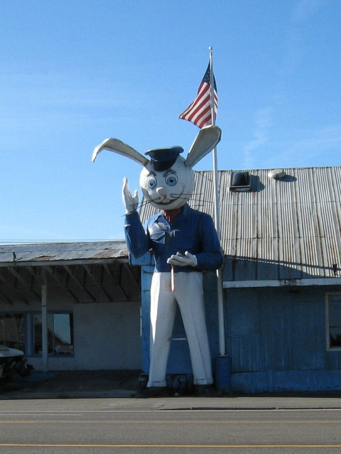 Best Roadside Attractions - Oregon Harvey the Rabbit